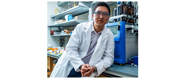 Rice University chemist Han Xiao and his colleagues have discovered a simple method to turn fluorescent tags on and off with visible light by switching one atom.